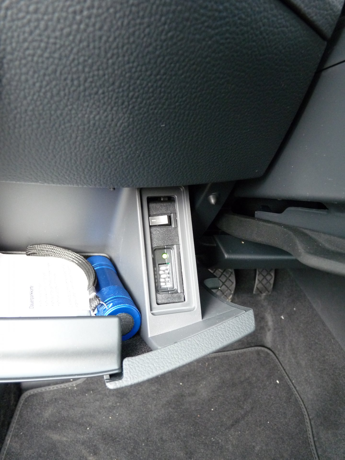 Batteriewächter-Einbauort(Lenkradfach).JPG