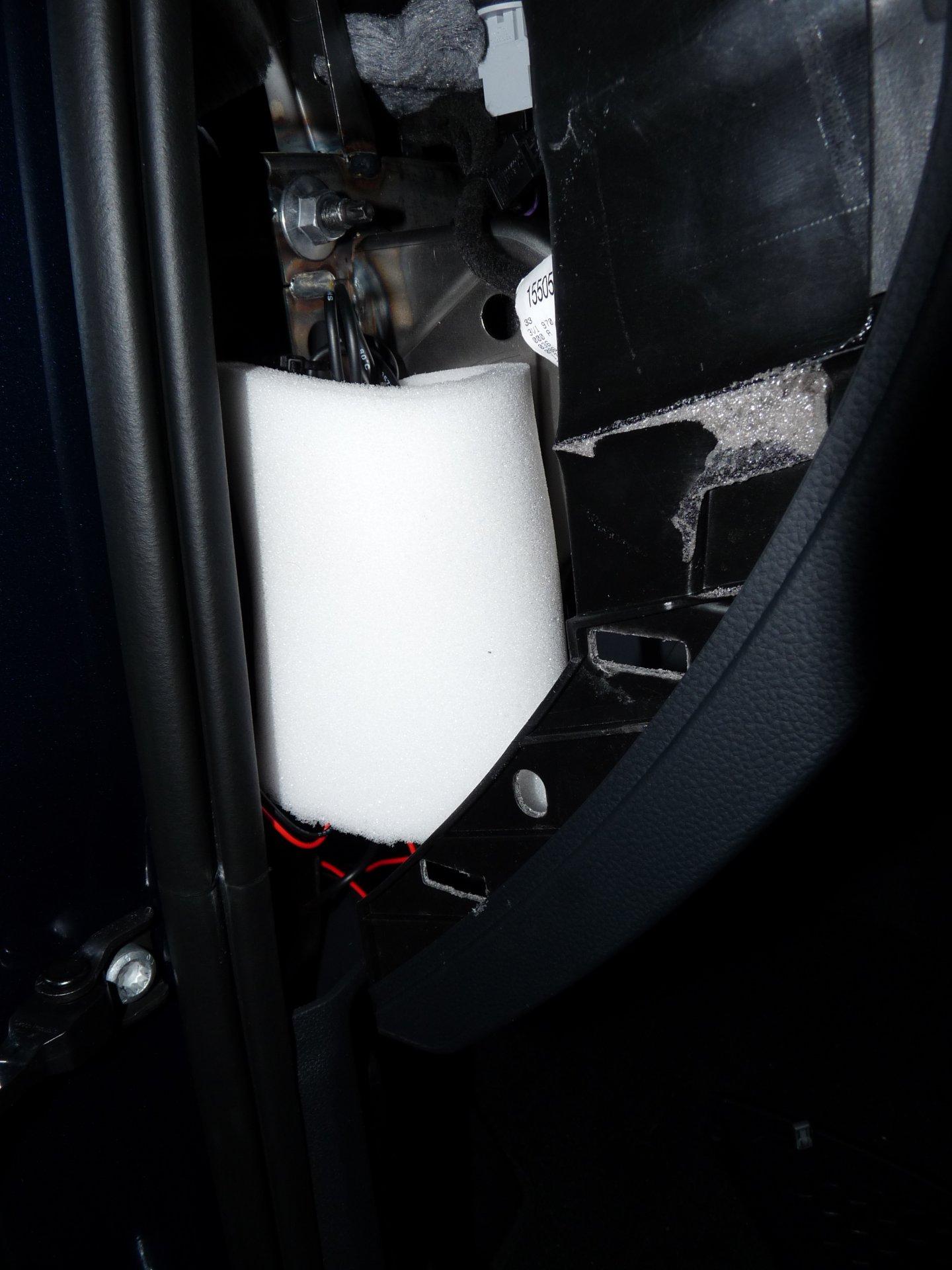 Batteriewächter-Kabelsalat(linksvomLenkrad).JPG