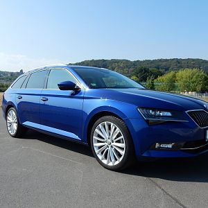 Skoda Superb Combi nightfire blau